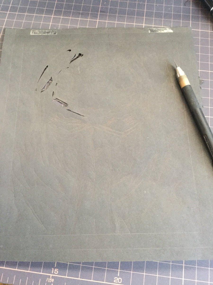 ここに下絵と黒い紙があるじゃろ これを こうして こうじゃ