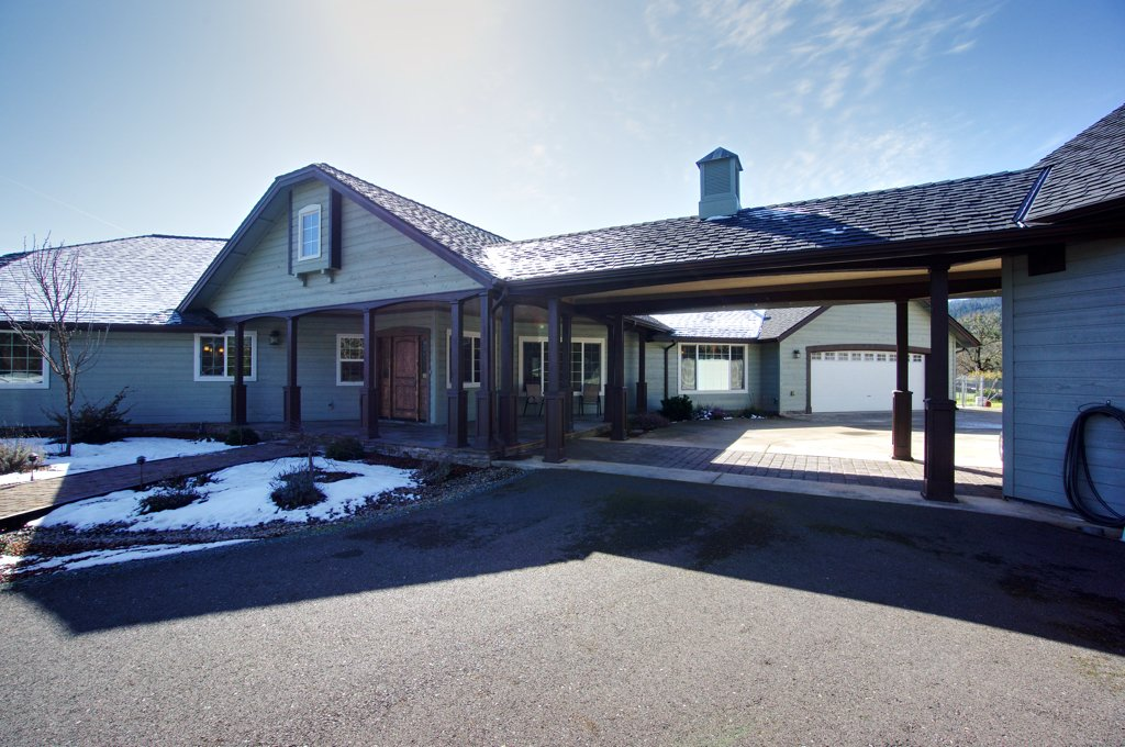257 Quail Lane Grants Pass Oregon 16 acres of prime farm land with an amazing custom crafted built home, #barn & #outbuildings plus second house.  Barn has 6 stalls and an upstairs loft.  Watch our video flyover and see interior stills here:  https://t.co/EubpmQpdso