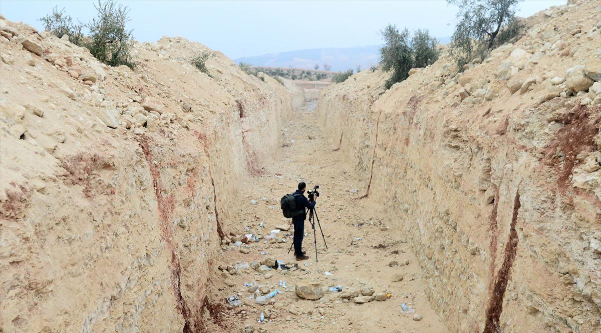 Guerre Civile en Syrie ( LISEZ LE PREMIER POST ! ) - Statut spécial  - - Page 14 DXJTYtPX4AARQrK