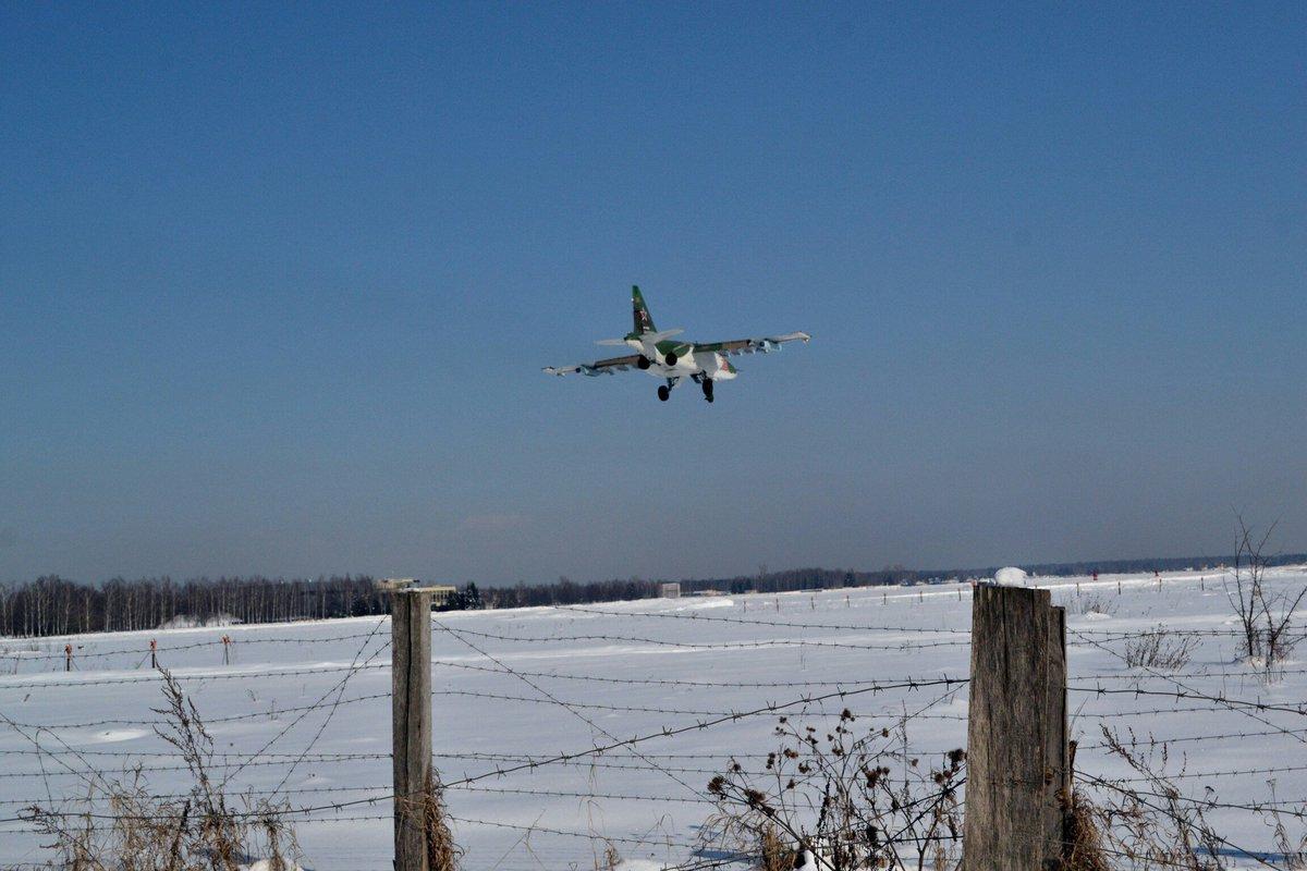 Su-25 attack aircraft  - Page 12 DXKCFRhWAAAH6GJ