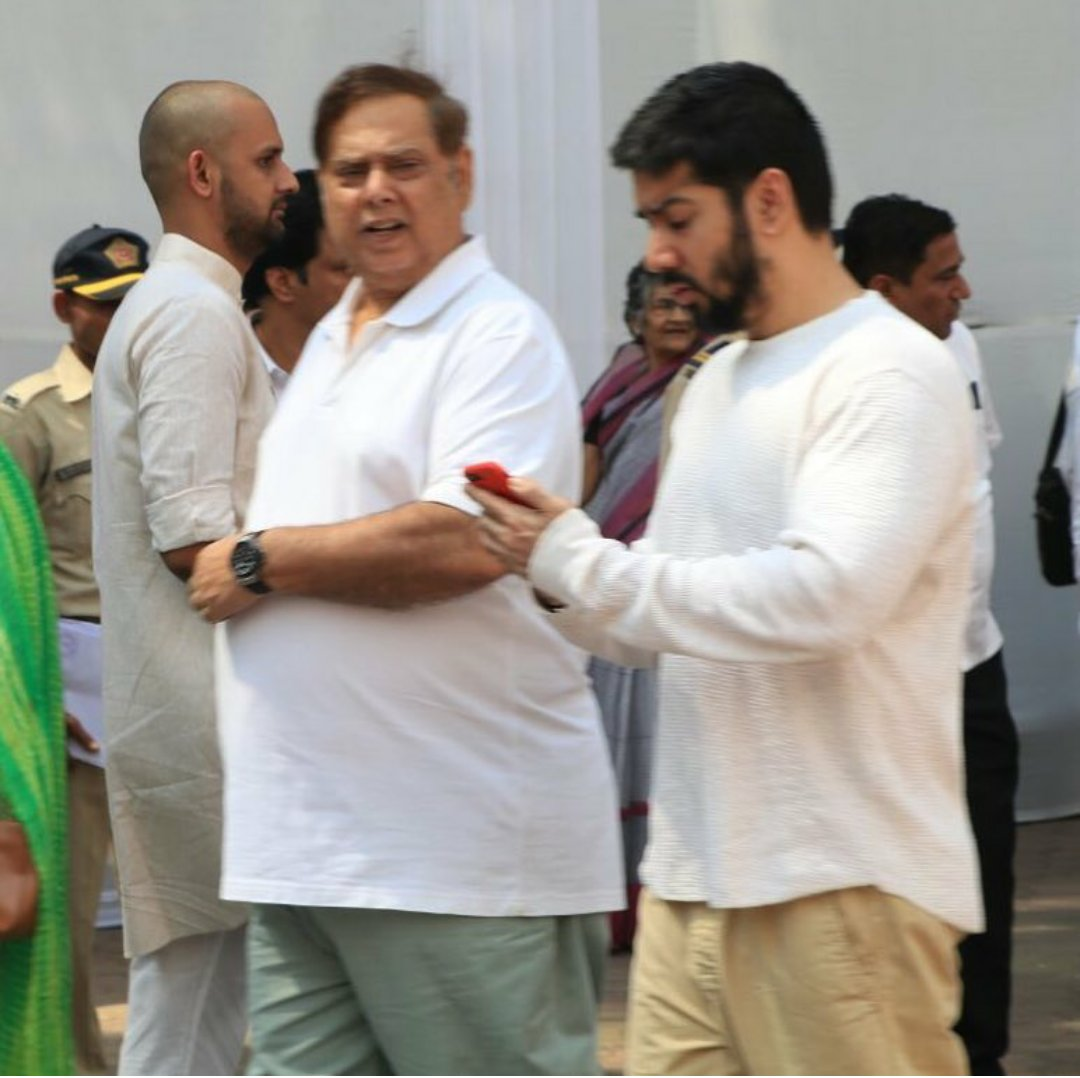 #DavidDhawan &amp; #RohitDhawan at Anil kapoors house to pay thier respect!! you&#39;ll live in our hearts forver #Sridevi ji. #RipSridevi<br>http://pic.twitter.com/5bgle78WBB