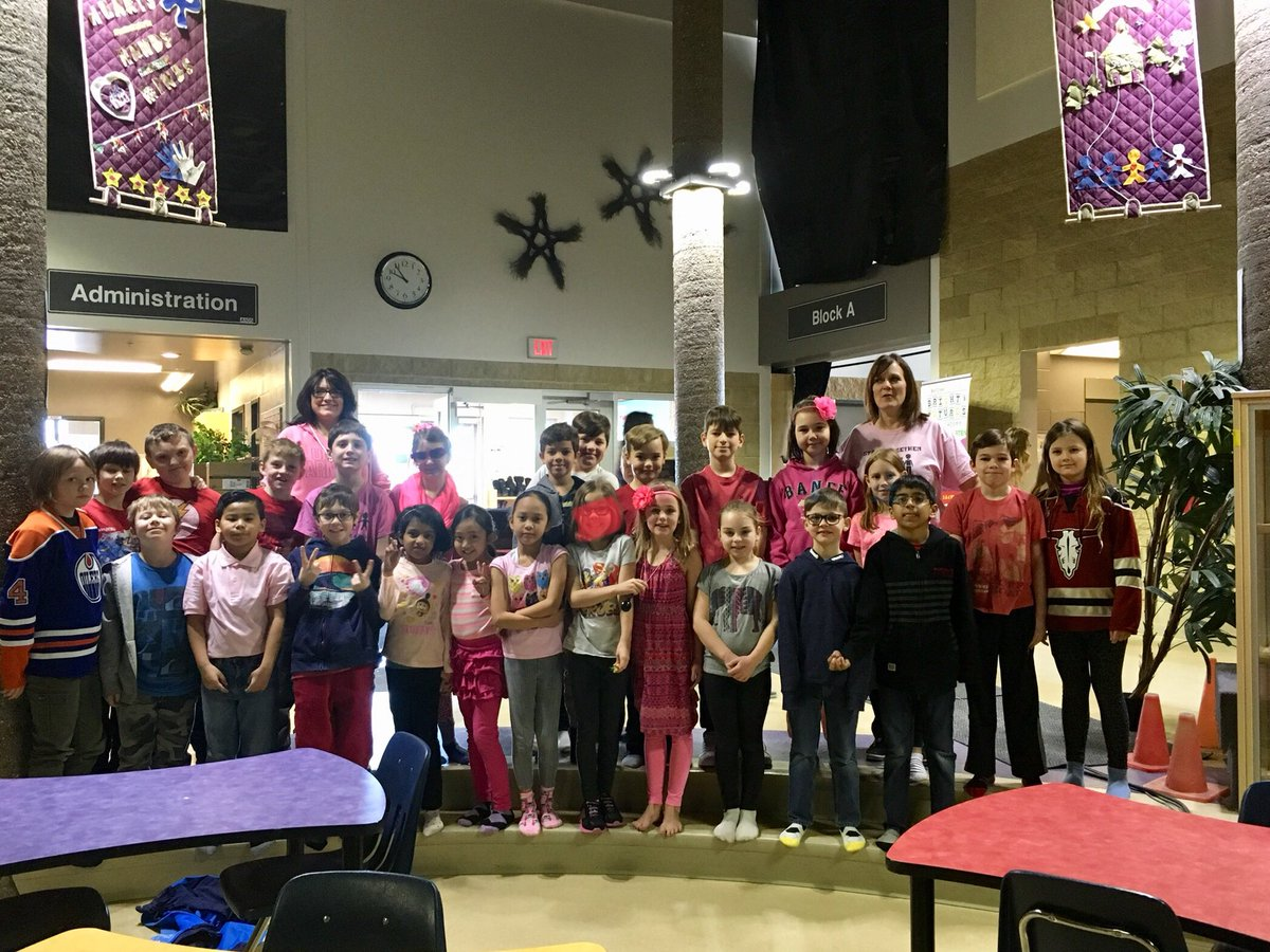 Celebrating 'Pink Shirt Day' at TR! #beafriendnotabully @TerraceRidgeSch @MaricaMcWhinnie @ratzd pic.twitter.com/Falapeuesa