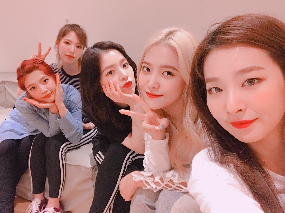 Red Velvet Aesthetics On Twitter Red Room 레드벨벳 Redvelvet