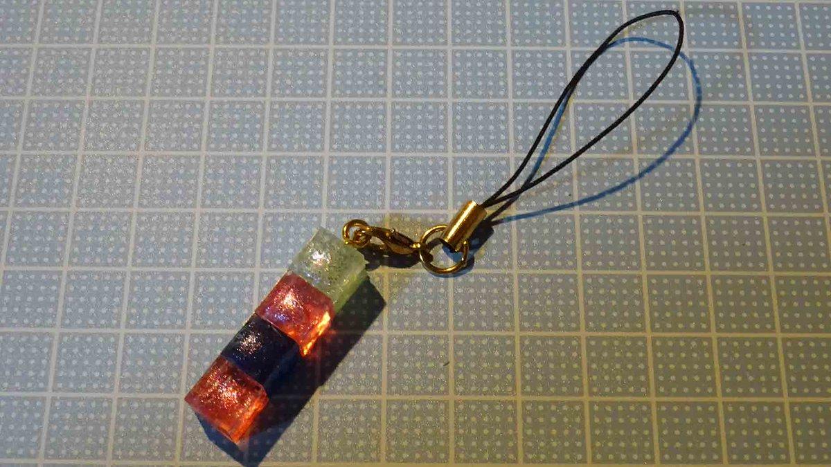 test ツイッターメディア - UVレジンのキューブでストラップ?を作ってみた。 #ダイソー #UVレジン 財布につけた(^o^) https://t.co/ZYak0AxrYE