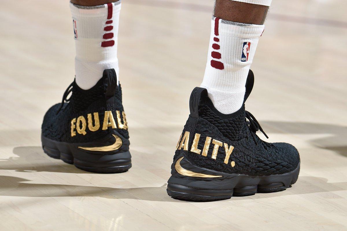5531f8261e39 Nike LeBron 15