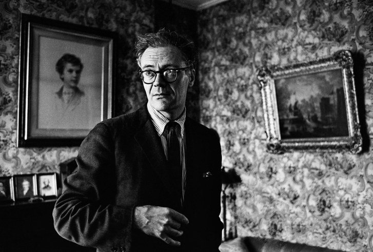 essay dunbarton robert lowell Dunbarton by robert lowell is one of the poems from his life studies book it's a short poem of only two pages but it has very deep meaning the poem alludes to the poet's relationship with his grandfather in this essay i will analyze this piece in detail and talk about the author's connection.