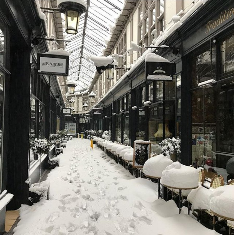 Snow INSIDE the arcades in #Cardiff now. 😮  The #WalesSnow ride never ends.  Amazing 📷by Sion Tudur  https://t.co/DdDKFL661i