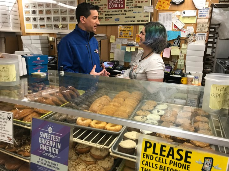 https://tinyurl.com/ybg78uzt @MarcJacobson live ABC12Morning @ Donna's Donuts #FlintTownship. Vote for Donna's #SweetestBakery in America contest