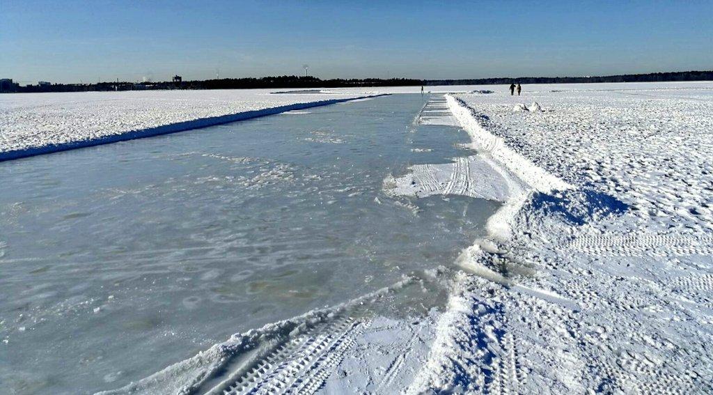 Näitä on kyselty, nyt sellainen on. #Matkaluistelu meren jäällä luonnistuu nyt iltapäivästä Laajalahdessa! Lisätietoja tulossa, joten #staytuned. #HelsinkiLiikkuu #HelsinkiMatkaluistelee #myhelsinki