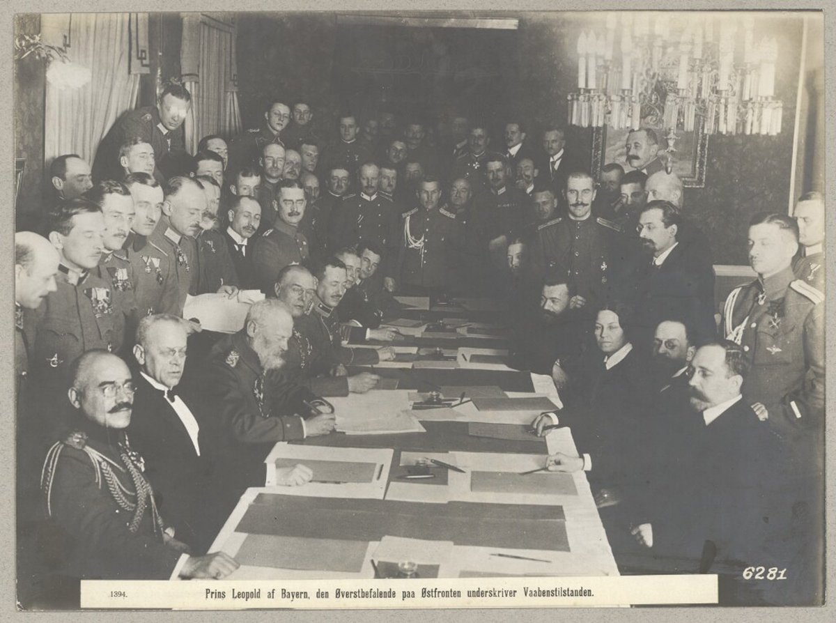 Tomorrow marks 100 years since the signing of the Treaty of Brest-Litovsk. Unusual for this period, this photo from Det Konglige Bibliotek shows a woman present at the negotiations. Anastasia Bizenko represented Russia's Socialist Revolutionary party. https://t.co/YLH0z7eTDZ
