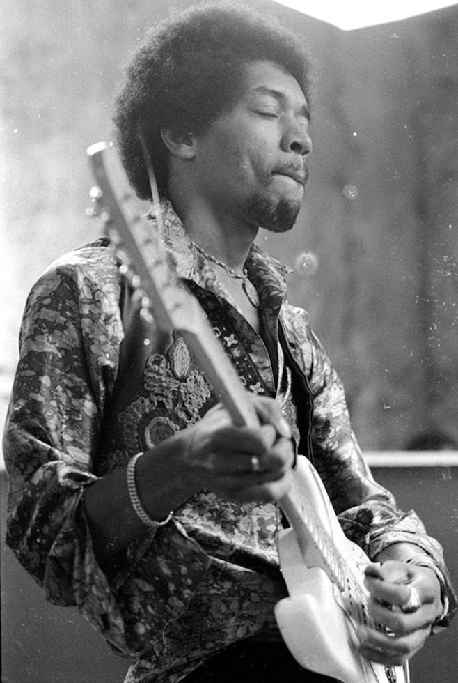 """singles over 50 in hendrix """"red house"""" only made the cut on the uk and international versions of are you experienced, sacrificed in north america for the inclusion of more singleshendrix's attempt at a."""