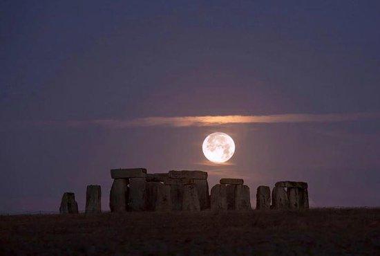 stonehenge moonlight - 750×505