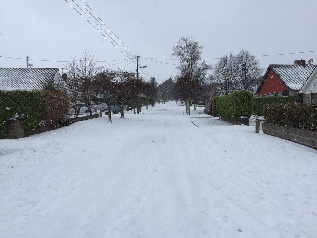 Snowing again #foxrock https://t.co/9Oju...