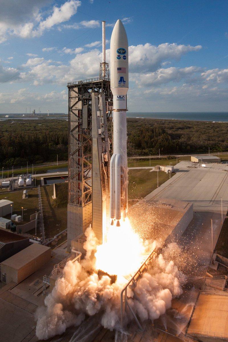 future rocket taking off - HD1200×1800