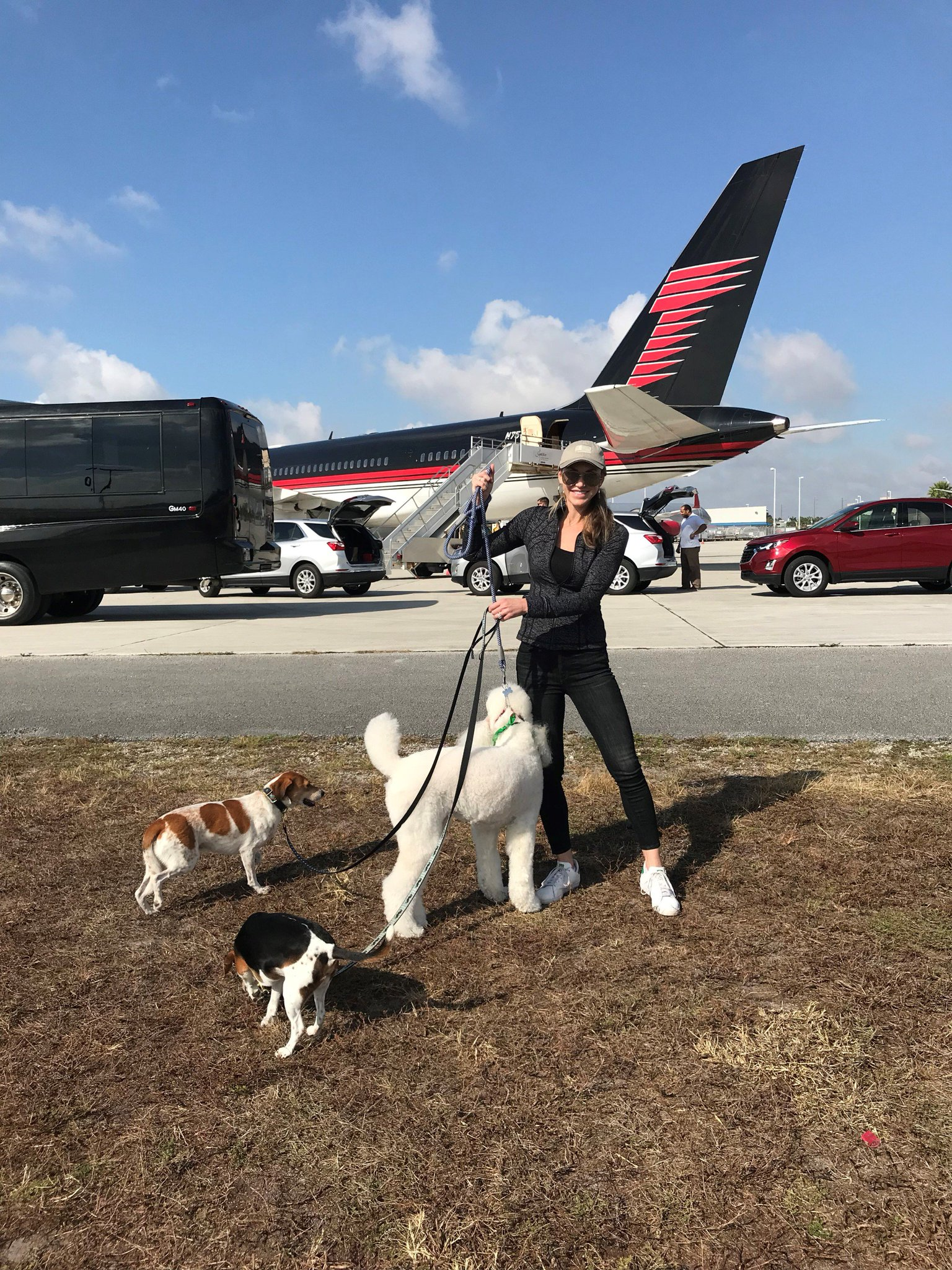 Sir Lancelot in Palm Beach w animal lover @LaraLeaTrump. She's here w her own rescues - Charlie and Ben. �� https://t.co/ClAyzItTlX