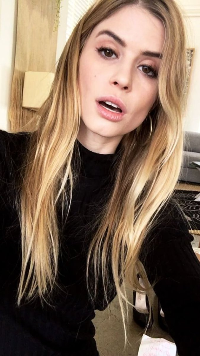Carlson Young Carlson Young new foto