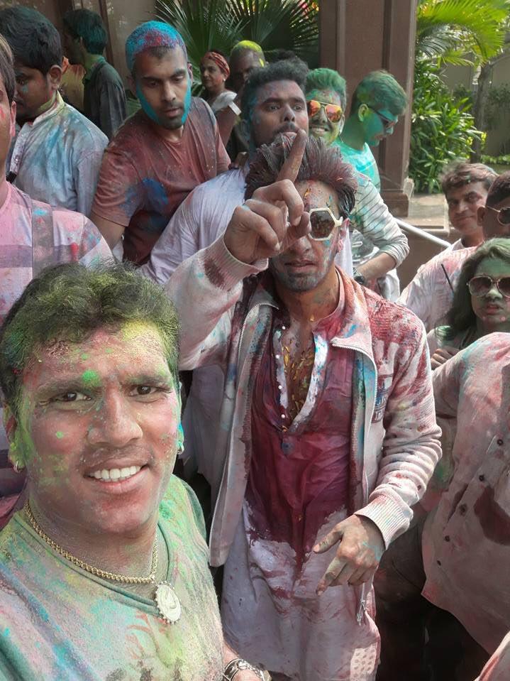 e92df625c0701 Ranveer Singh celebrates Holi with  Pharrell and  VJAnusha 😍 🕺🏽   adidasPharrellWilliamspic.twitter.com a4JTzGCI3y