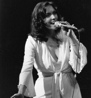 Karen Carpenter   Happy Birthday!!!   2 Mar 1950  4 Feb 1983~ Aged 32 RIP!!!  American Pop Singer Legend
