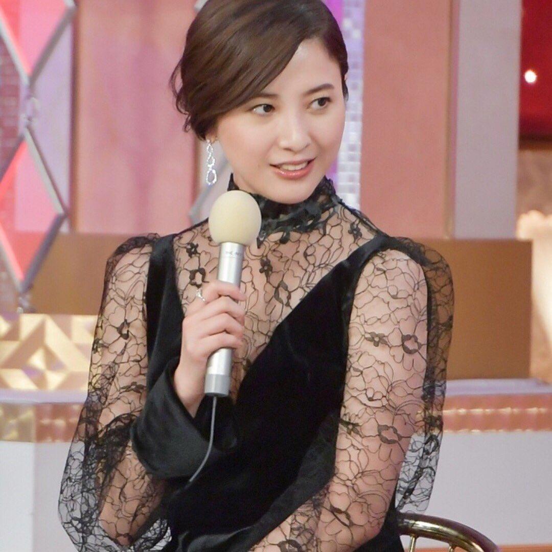 綺麗なドレスを身にまとった吉高由里子