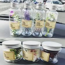 test ツイッターメディア - #Seria に造花入りのハーバリウムのセットがあるんだけど、小さくてプラスチックなの。ただ、水草の造花のがリアルだし、洗濯糊やベビーオイルのお試し用にちょうどいいので、細い方1つ買いました。 https://t.co/fUC5zU9eyu