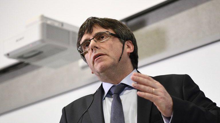 Quatre candidats potentiels à la présidence de la #Catalogne à la place de Puigdemont ►https://t.co/EiZZVWQIed