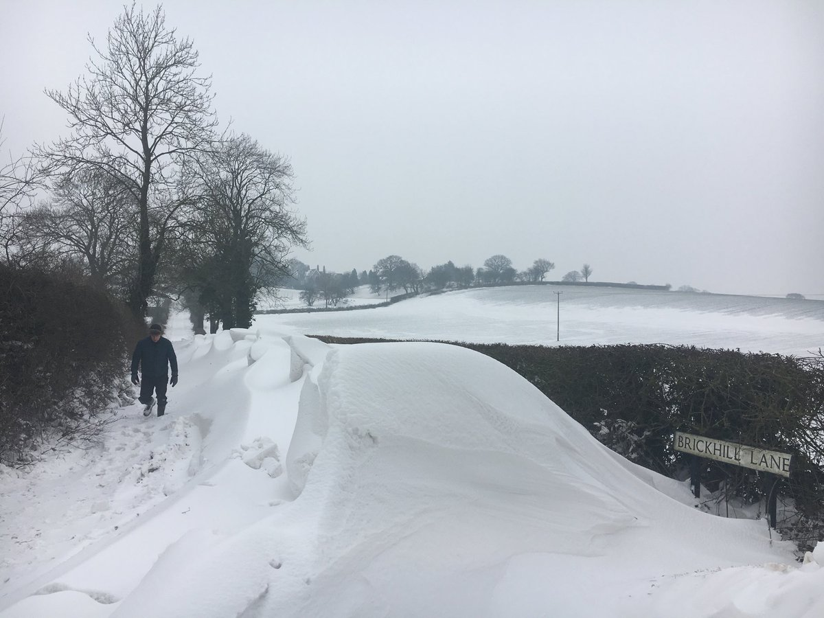 Started to thaw but it doesn't look like the lane to our village will be clear anytime soon #beautifulStaffordshire #EastStaffordshire https://t.co/SetbXC1GZZ