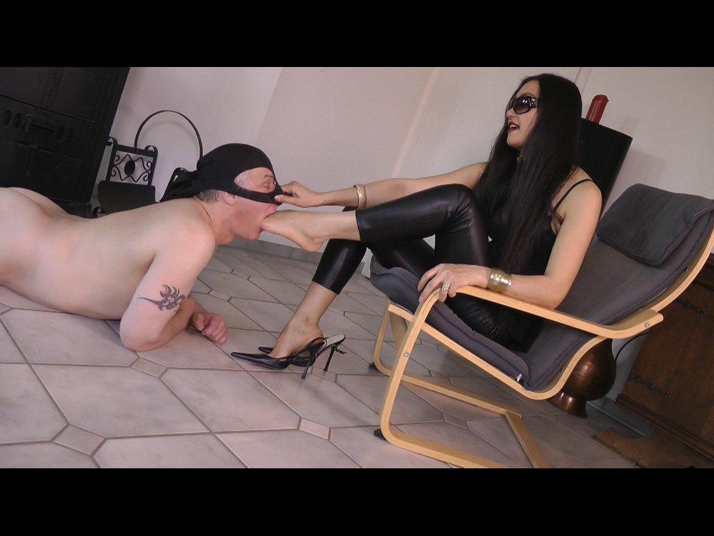 #footmistress #mistress #slave #foothumi...