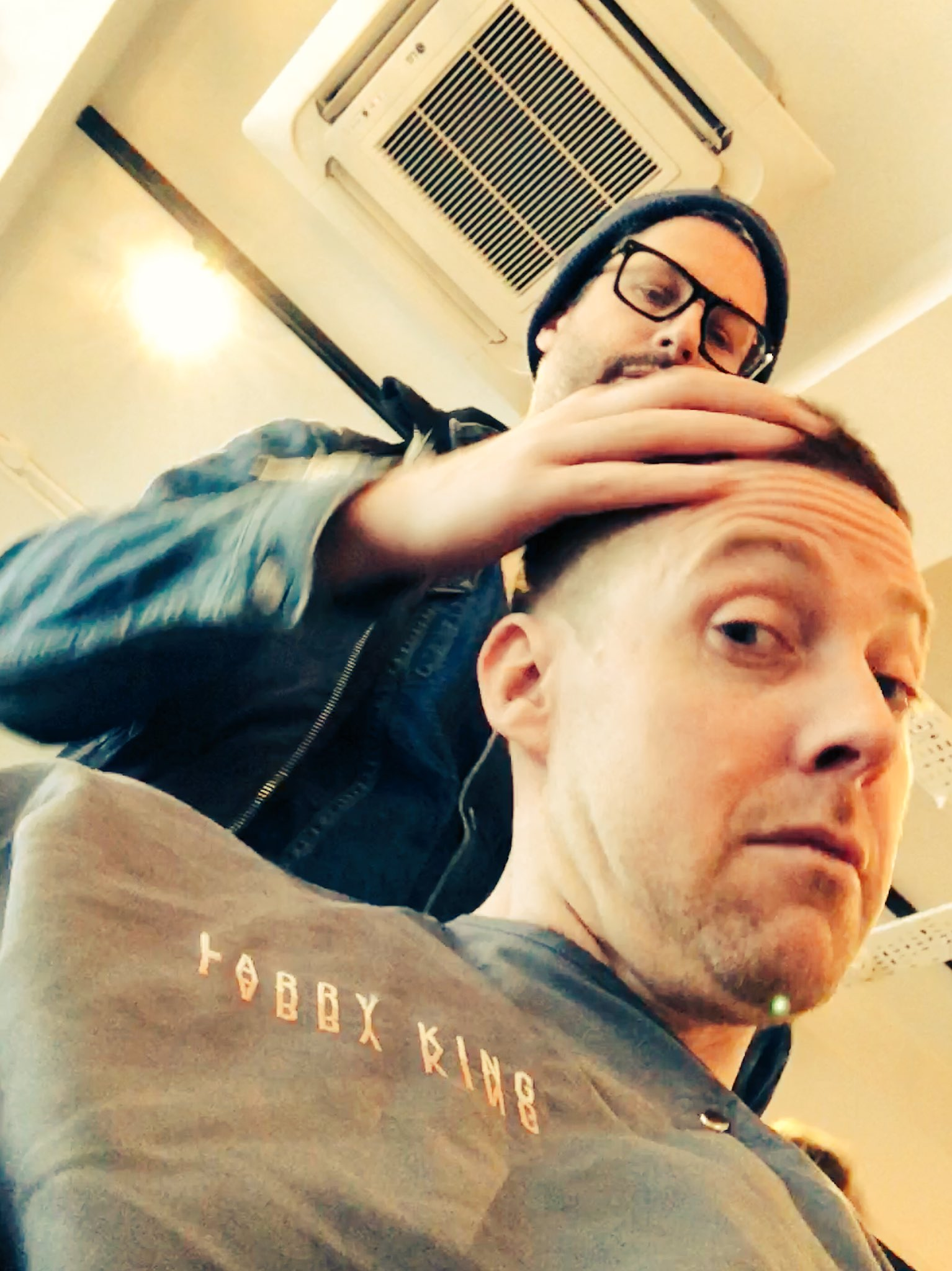 Getting me hair cut by @king_larryking for tonight's BIG performance. https://t.co/xpKysBEzeV