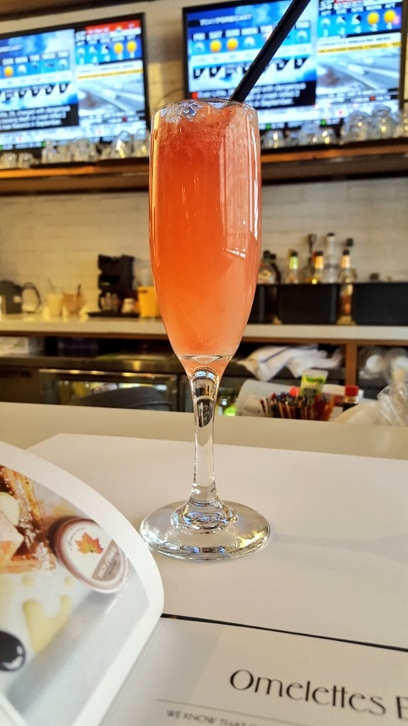 """""""Pink bubbly mimosa"""" with grapefruit and sparkling rosé"""