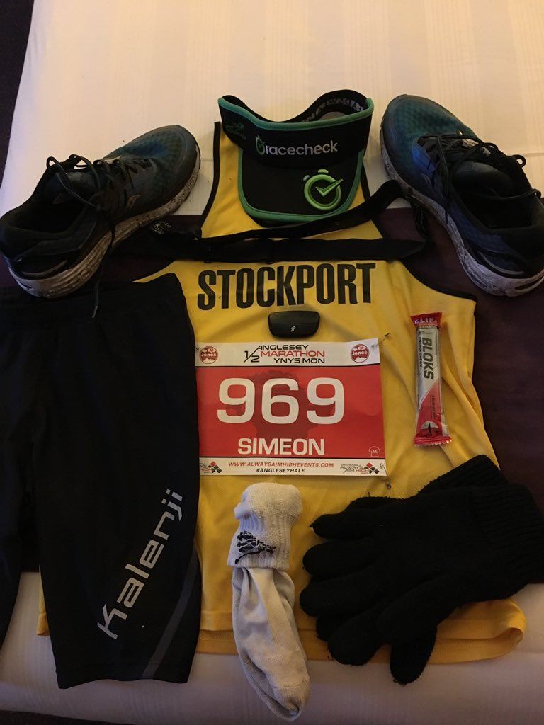 It's almost time . @aahevents #AngleseyHalf #5 less than 24 hours away. Going to be cold and breezy. #letsdothis #ukrunchat @UKRunChat @runr_uk @racecheck #visorclub #teamblack #kitshot pic.twitter.com/oYy0TgNgCs