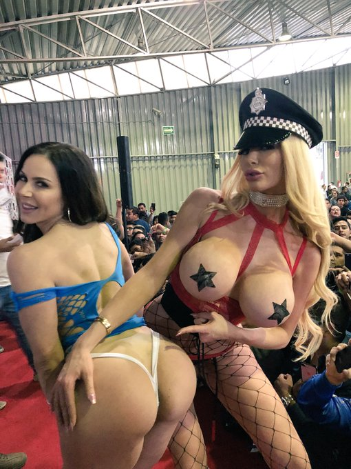 We love you Mexico!!! @KendraLust @ExpoSexoErotic https://t.co/9YpPCzgdER