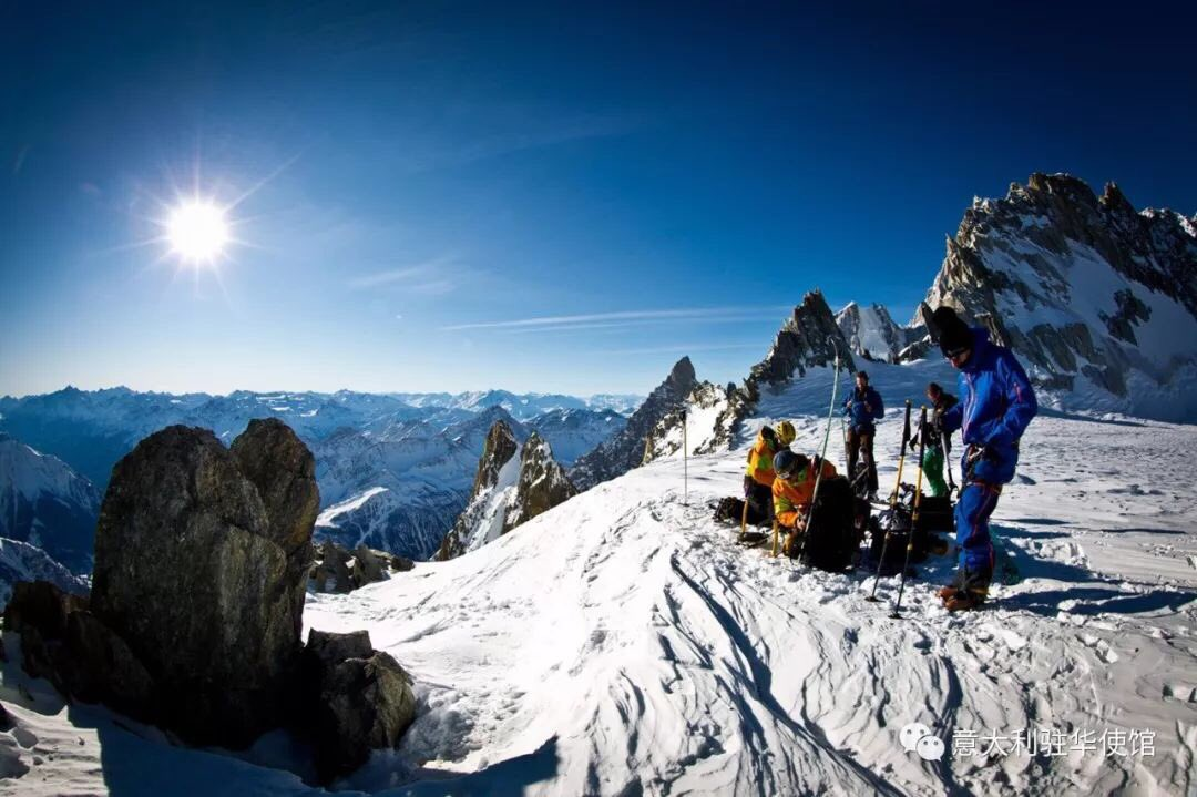 从北到南滑雪:瓦莱达奥斯塔和皮埃蒙特 Sciare da Nord a Sud: Valle dAosta e Piemonte. Spieghiamo l'Italia🇮🇹 ai cinesi🇨🇳 in vista dei Giochi Olimpici Invernali di Pechino 2022. @ItalyMFA  🇮🇹🇮🇹 mp.weixin.qq.com/s/CEw1Hbse7H1n… 🇮🇹🇮🇹