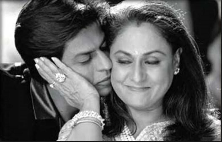 The warmth of this image always   Strikes a chord! #k3g #throwback #memoriesforever  @iamsrk #auntyJ