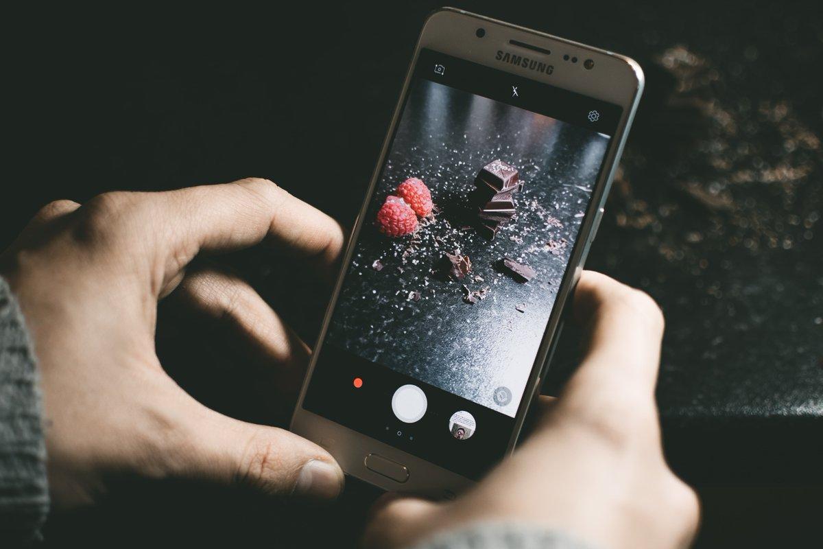 test Twitter Media - Meten hoe schoon de lucht is, of een bultje op je huid kwaadaardig is en of eten nog goed is. De #smartphone van de toekomst 📱 kan het allemaal, dankzij een micro-spectrometer met het formaat van een chip. Rob van der Heijden legt uit hoe het werkt... https://t.co/0POfz99tKk https://t.co/nnOiimdeeH