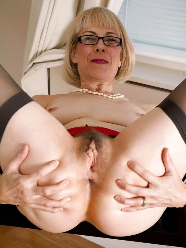 older-women-with-hot-assholes