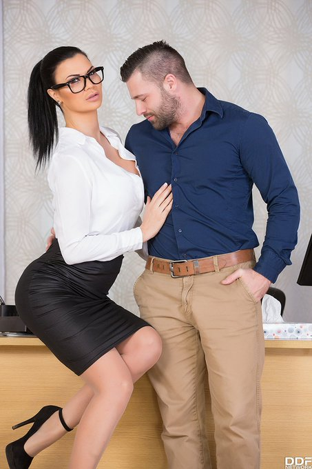 1 pic. #SexTherapist @realjasminejae has a very successful session! Check her out on https://t.co/5vqkQAWaQM