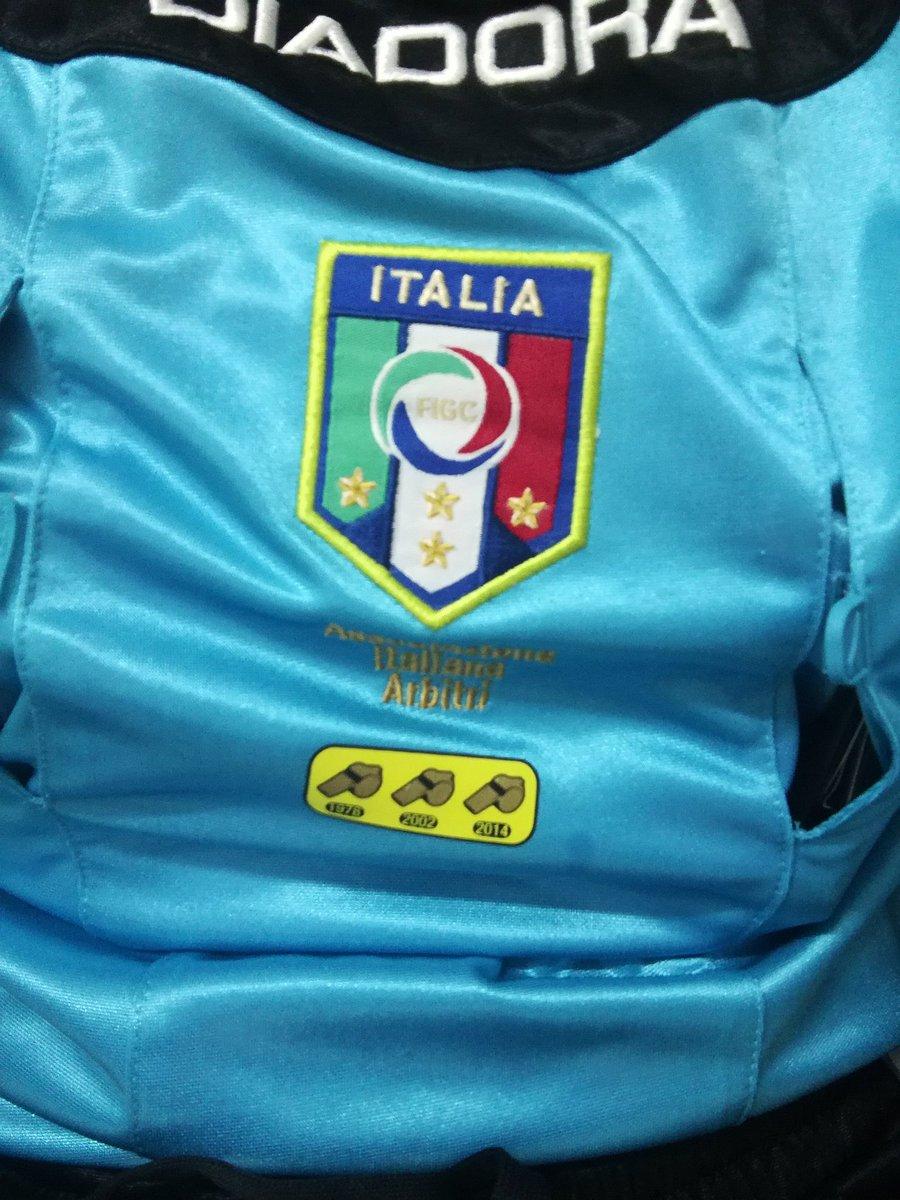 Il fine settimana, quello bello, quello romantico; il fine settimana di colui che vive di calcio  . #arbitrodicalcio #amour #passione #referee #diadora #figc #italia #aiapic.twitter.com/3D7i4ir0H3