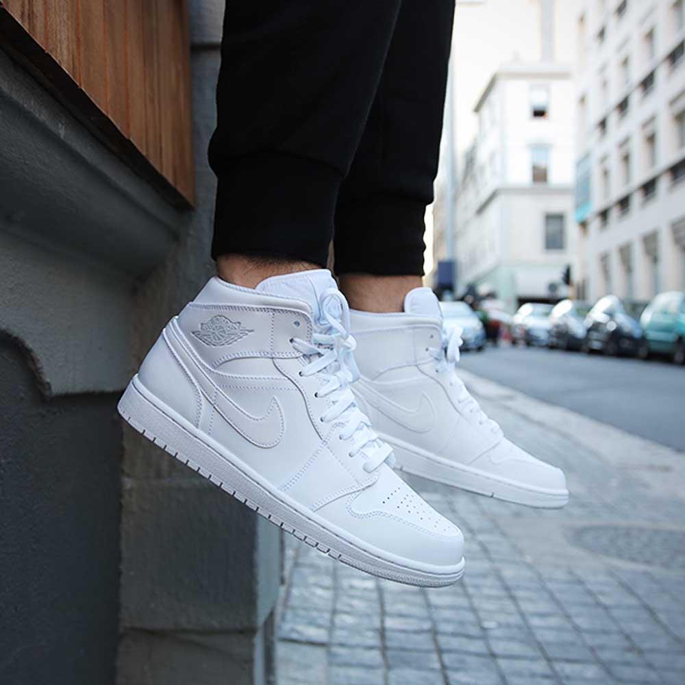 buy online 74fae 16ed8 Nike Air Jordan 1 Mid - Triple White Shop now httpbit.ly2CTttTU  pic.twitter.comVvcBKzVBbj