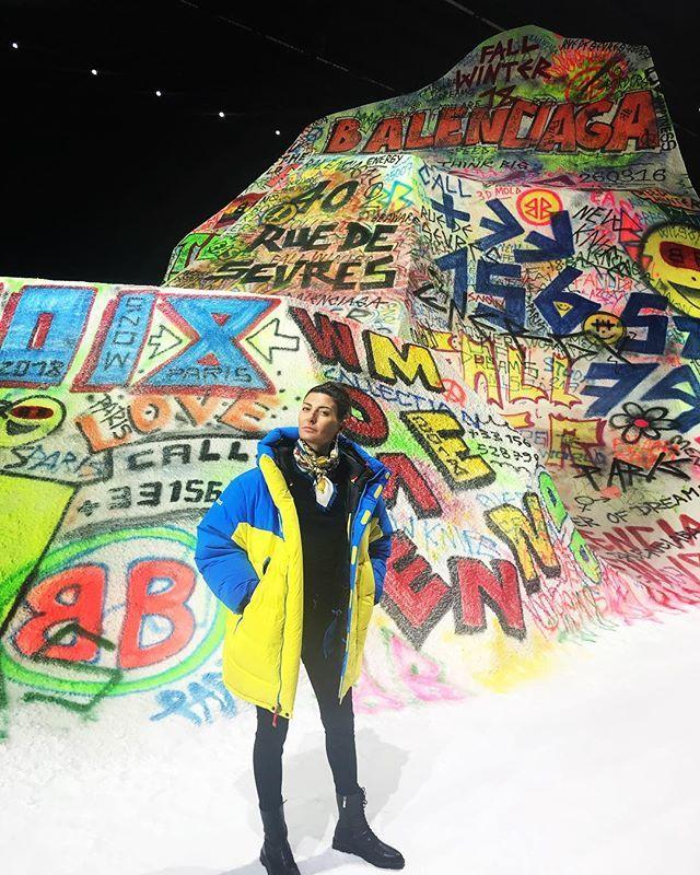 @bat_gio in front of a #grafittisnowmoun...