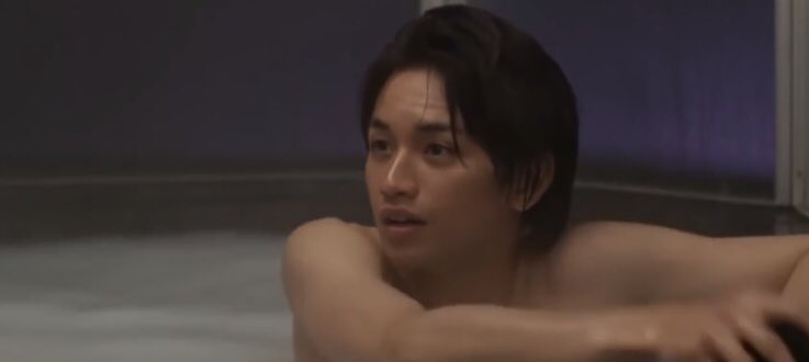 お風呂に浸かる中島健人
