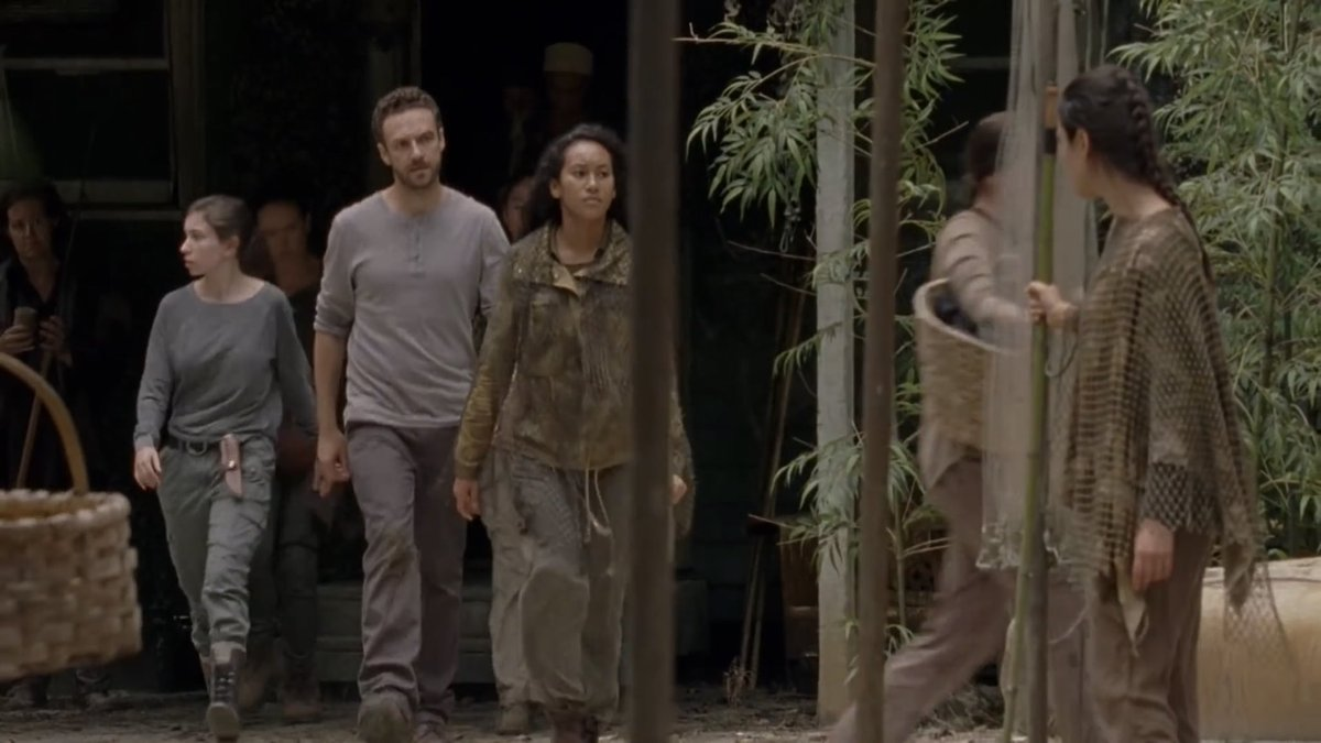 Will Aaron and Enid be able to convince Oceanside to join the fight? Find out in 8 HOURS!! #TheWalkingDead