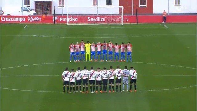 El minuto de silencio más duro, la victoria más emotiva. Así recordó la plantilla del Sporting a Quini en el triunfo ante el Sevilla Atlético.