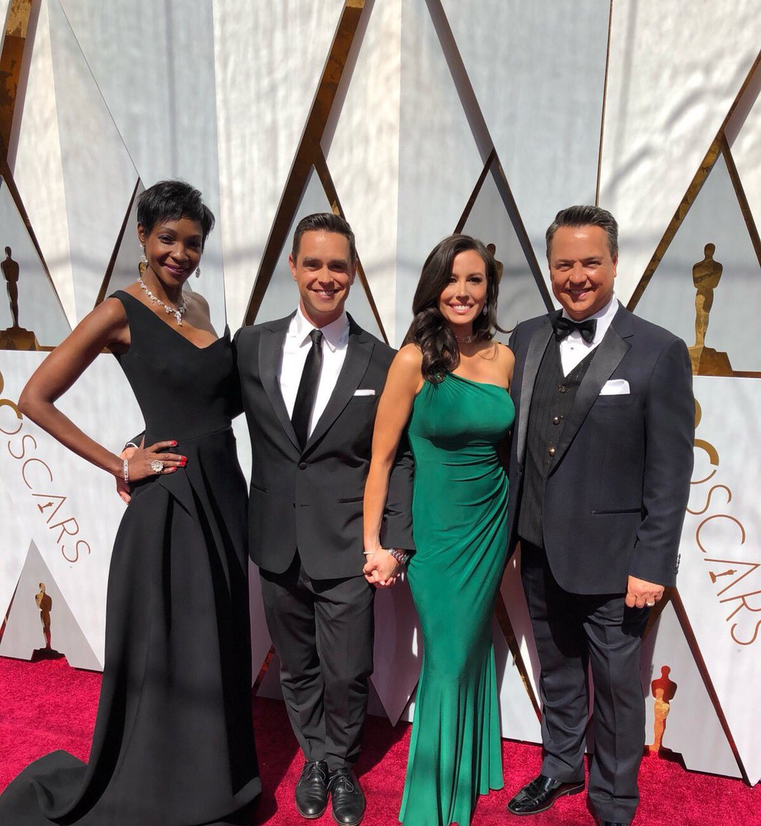 Oscars red carpet coverage home the honoroak - Oscars red carpet coverage ...