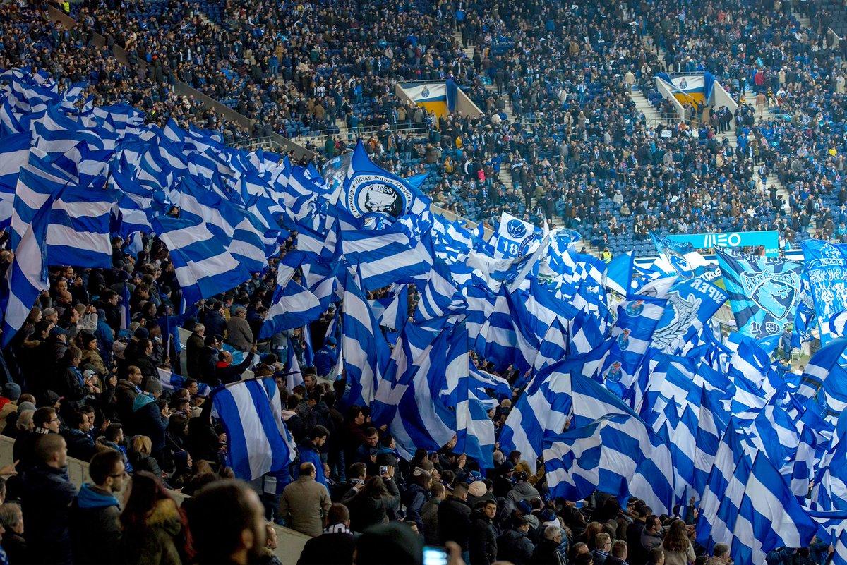 e Azul e Branca essa bandeira avança azul, branca indomável, imortal como não por no porto uma esperança se daqui houve nome Portugal? #FCPorto #FCPSCP
