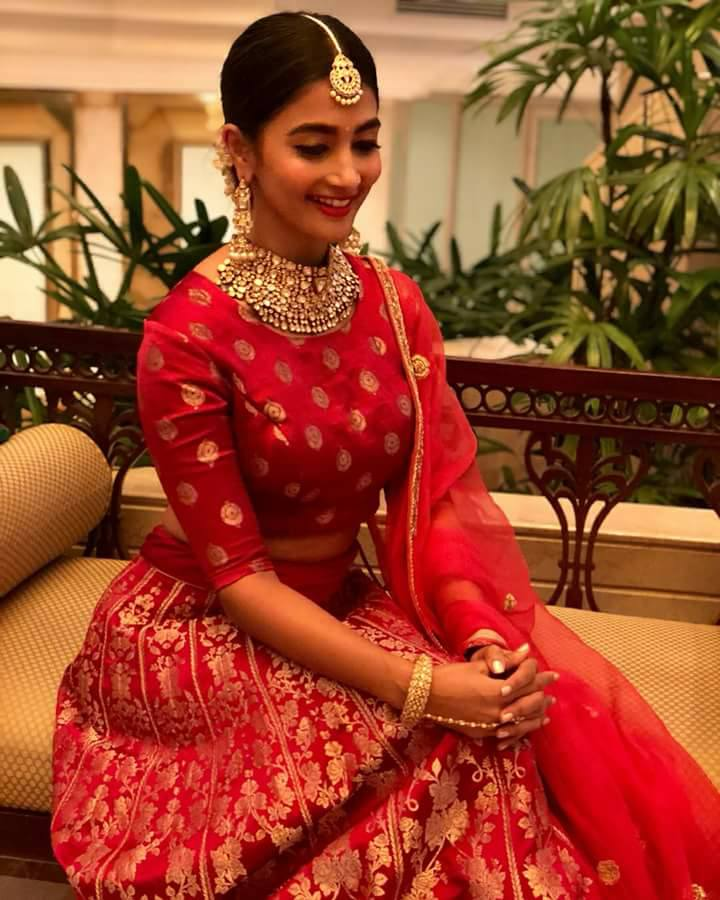 #Poojahegde #PoojaHegde looking every bit elegant in this bright red outfit!!#TollywoodActress #poojahegde #hegdepooja #poojahegdeonly pic.twitter.com/4sFmOX1mMj