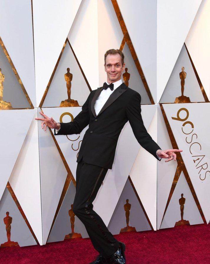 「シェイプ・オブ・ウォーター」で神秘的なクリーチャーを演じたダグ・ジョーンズも今宵はタキシードで完璧に決める。192cmの長身を活かした個性派俳優として活躍してきたジョーンズの晴れ舞台。