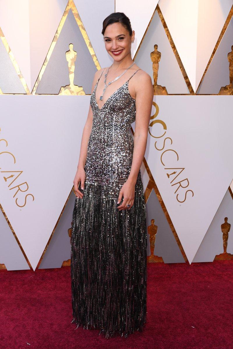 #WonderWoman is right! Gal Gadot rocks the #Oscars red carpet https://t.co/2xFYHDkscT