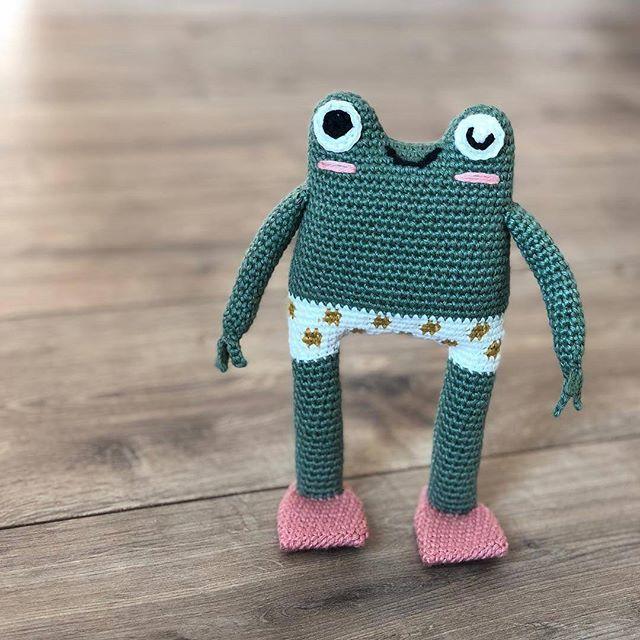 Crochet Amigurumi Doll (dressed as frog) - Part 1 - YouTube | 640x640