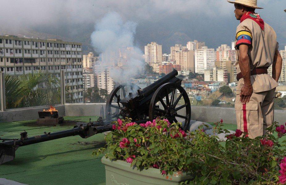 Tag todossomosvenezuela en El Foro Militar de Venezuela  DXkOBEhWAAAhO0i