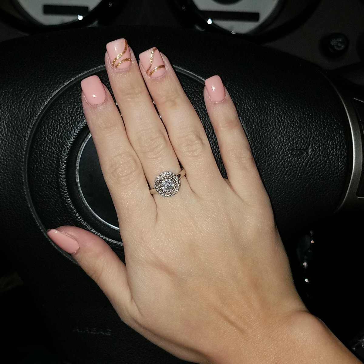 Ladies be sure to go to my nail place in @BrownsburgIN #IvyNails #maniMonday pic.twitter.com/TGC7uciTqP
